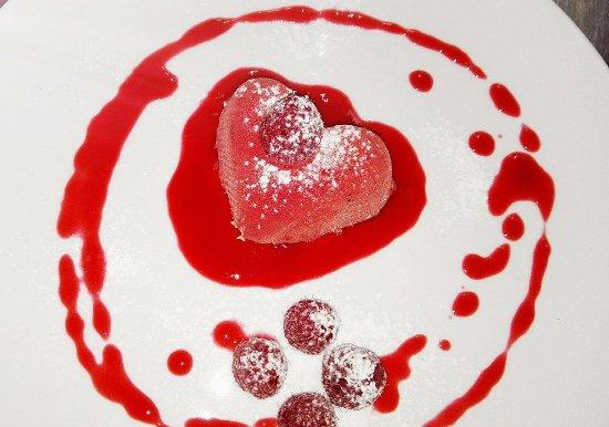 Le Bistrot d'Alain : Petit cœur mouse chocolat au lait et fruit de la passion pour les Valentins et Valentines !!