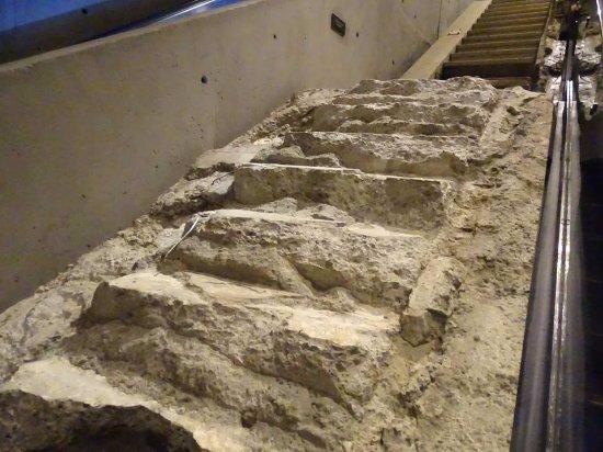 Workshop al museo Ground Zero: Treppe der Überlebenden (z. T. geschmolzen) ...