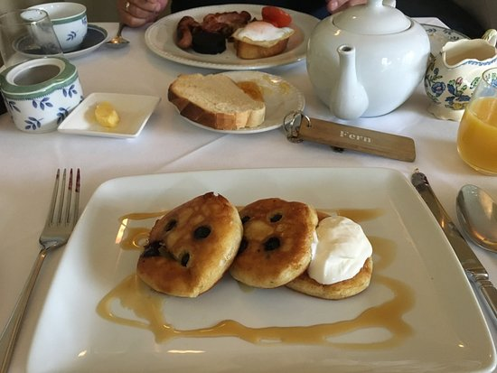 Farthings Country House Hotel and Restaurant: Panckaes to die for ........... yummy