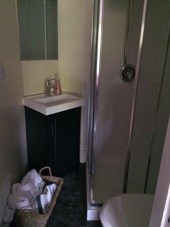 Montague, Kanada: Tiny ensuite bathroom.