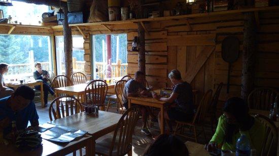 HI-Banff Alpine Centre: La caffetteria.