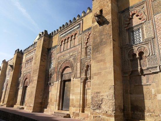 Picture of mezquita cathedral de cordoba - Mezquita de cordoba de noche ...