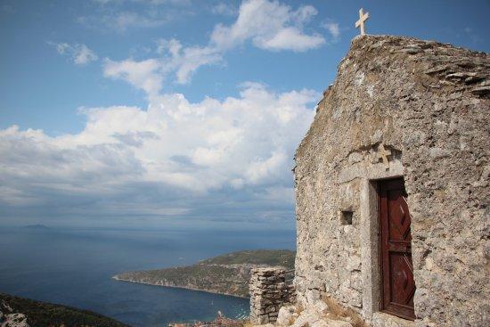 Island of Vis, โครเอเชีย: Hum overlooking #Komiža
