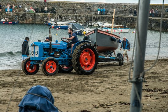 Gorran Haven, UK: Tractor