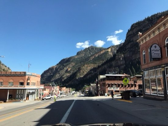 Ouray Chalet Inn : View of Main Street
