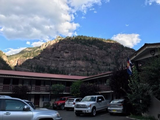 Ouray Chalet Inn: View of the property from Main Street