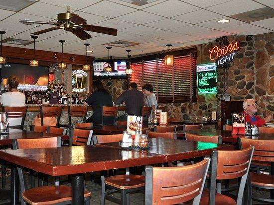 North Stonington, CT: Mystic Pizza II - Interior, Looking Toward Bar