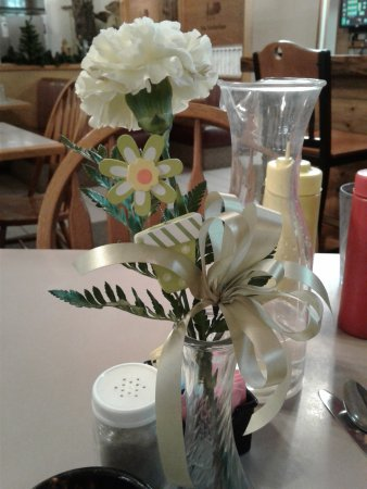 Timberline Cafe: Pretty tables