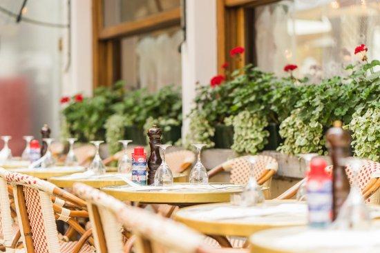 Les Brasseries Georges Uccle : Places chauffées en hiver, à l'ombre en été, fumoir disponible toute l'année