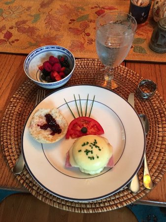 Columbia Falls, MT: Delicious homemade Eggs Benedict with homemade huckleberry jam.