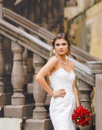 Irving, TX: Bridal portrait at Mandalay Canals
