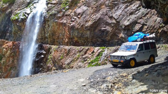 Pangi, India: Jyotbala waterfall enroute Killar from Bagotu