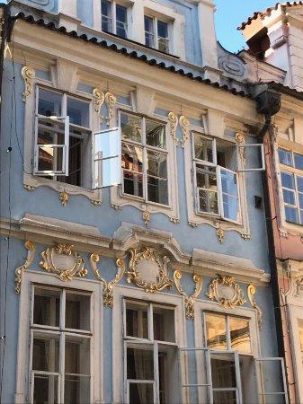 Charles bridge economic hostel prag tjeckien omd men for Domus balthasar tripadvisor