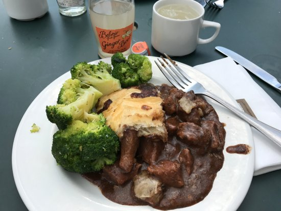 Blair Atholl, UK: Beef with gravy and broccoli! YUM!!!