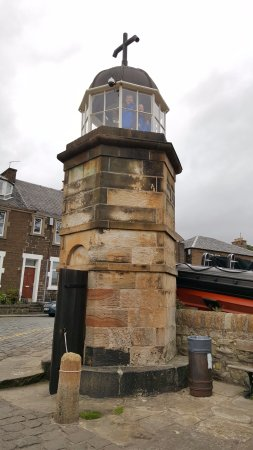 North Queensferry, UK: The Worlds Smallest Working Light Tower