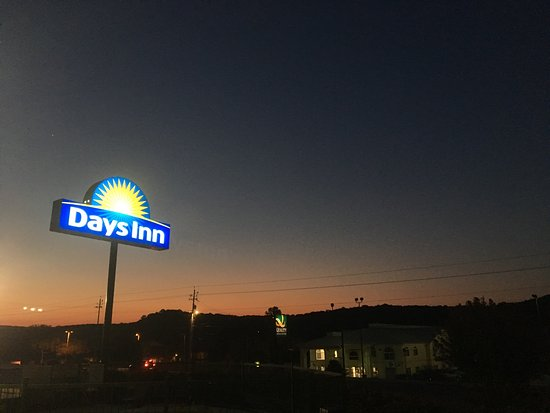 Days Inn by Wyndham Kerrville: photo1.jpg