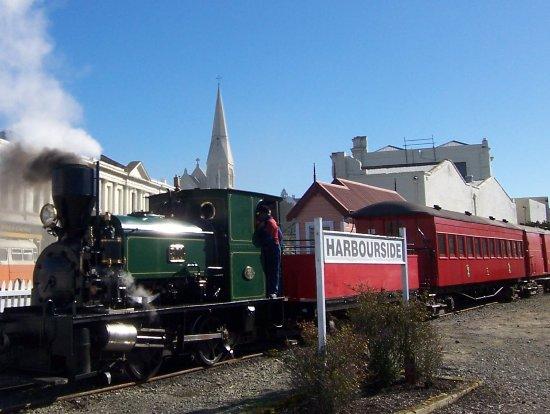 Oamaru, Nuova Zelanda: 1924 B10 Steam Locomotive waiting at Harbourside Station