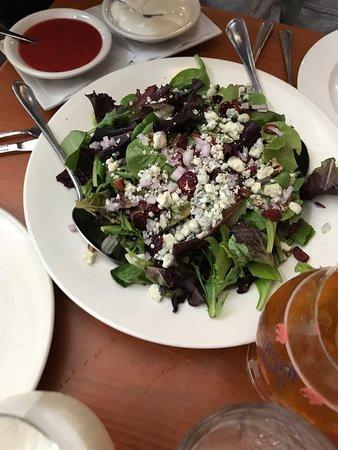 Glen Cove, Nowy Jork: Lobster Bisque & Blue Cheese Salad