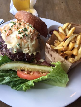 Cardiff-by-the-Sea, CA: Surf n Turf Burger