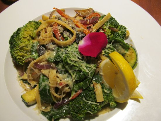 Grass Valley, CA: Primavera salad