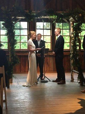 The Skinner Barn: An amazing rainy day wedding ceremony!