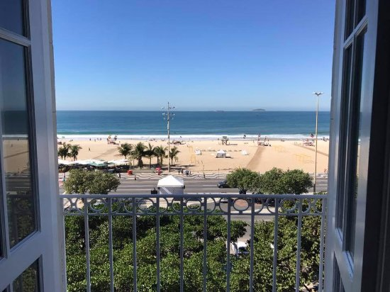 Belmond Copacabana Palace: 2nd Floor Balcony (which is actually the 4th floor) view (center of hotel)