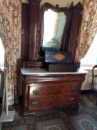 President James K. Polk Home & Museum: Mrs Polk's dresser. Unfortunately, my pic doesn't show the 4 way book matched veneer on the draw