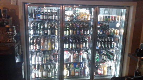 Conneaut, OH: Huge selection of craft beers and local wines!