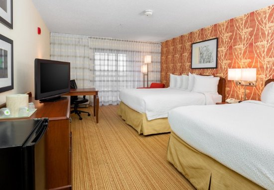 Bloomingdale, IL: Queen/Queen Guest Room