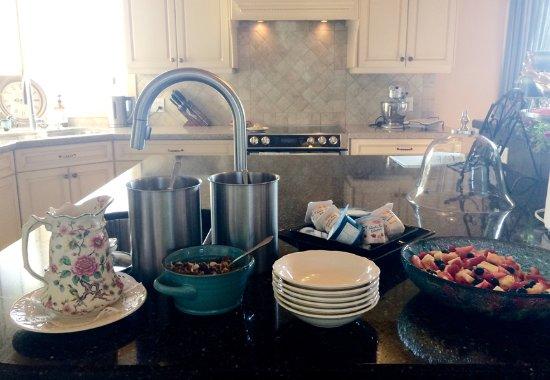 Benaaron Guest House: breakfast fare