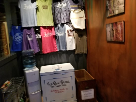 Whitehall, MI: Merchandise to buy for Fetch