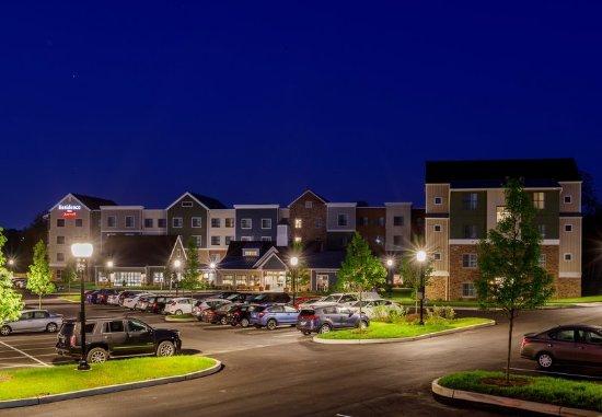 Malvern, Pensilvanya: Exterior - Parking