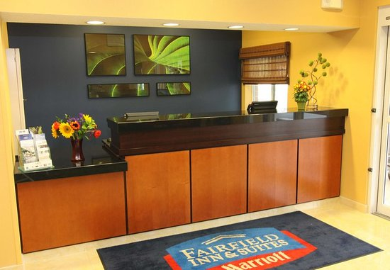 Burnsville, MN: Front Desk
