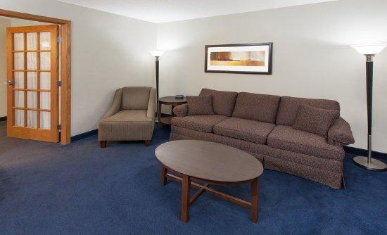 AmericInn Hotel & Suites Webster City: Guest Room