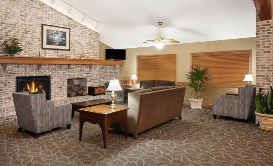 AmericInn Hotel & Suites Webster City: Lobby