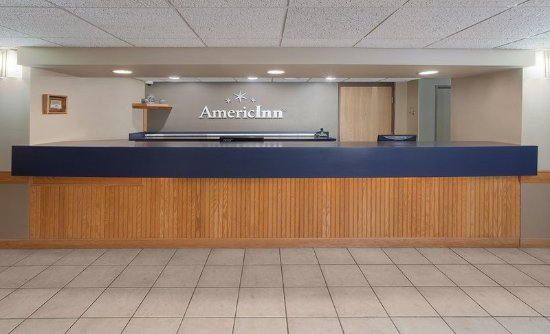 AmericInn Hotel & Suites Webster City: Front Desk
