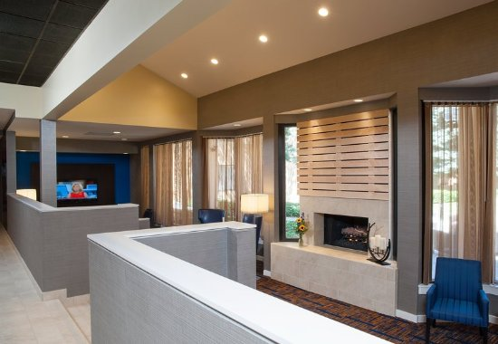 Glenview, IL: Lobby Lounge Area
