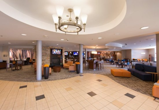 North Canton, OH: Lobby