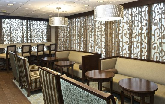Hampton Inn Evansville: Lobby Seating