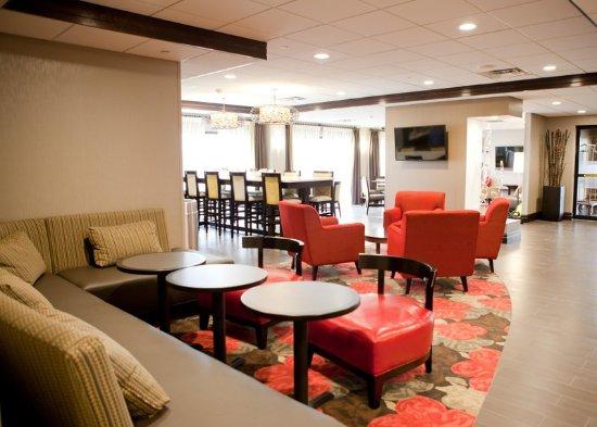 Ridgefield Park, NJ: Lobby Soft Seating Area