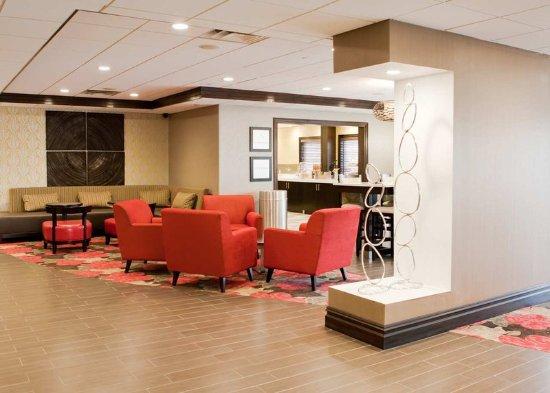 Ridgefield Park, NJ: Lobby Seating Area