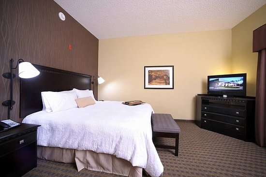 Glen Mills, PA: Standard King Room