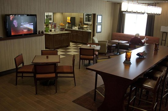 Burlington, WI: Lobby and Breakfast Area