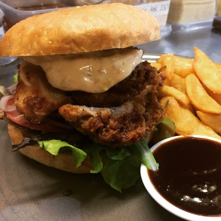 Takaka, New Zealand: Southern style organic freedom fried chicken burger!!