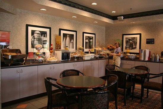 Hampton Inn Ashland: Breakfast Serving Area
