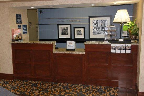 Hampton Inn and Suites Chillicothe: Front Desk