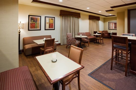 Hampton Inn Fairmont: Lobby Seating