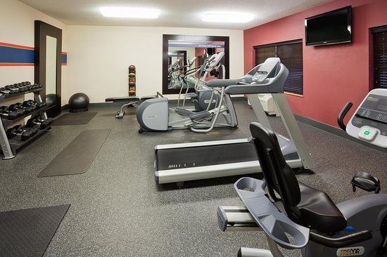 Hampton Inn Fairmont: Fitness Center