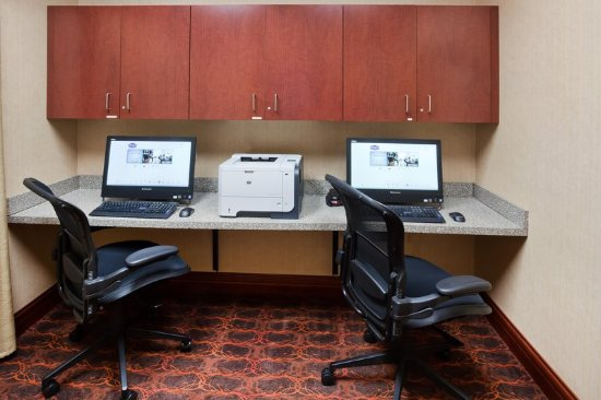 Hampton Inn Fairmont: Business Center