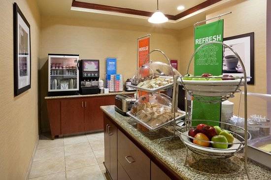 Hampton Inn Fairmont: Breakfast Selection